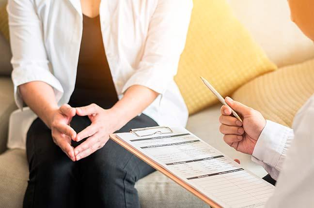 paciente em consulta com médico